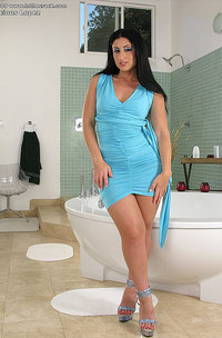 Big Assed Brunette In Bathtub-00