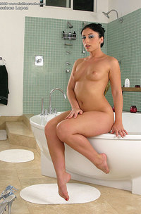 Big Assed Brunette In Bathtub-08