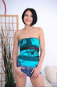 Erotic Babe Gabriela Rose Plays With Dildo