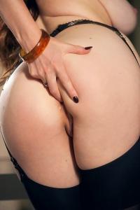 Samantha Bentley ass fingering
