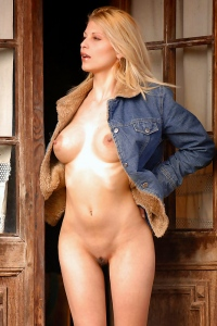 Sexy Naked Girl Roxio Remember
