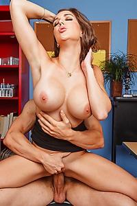 Kiera King Gets Pussy Fucked