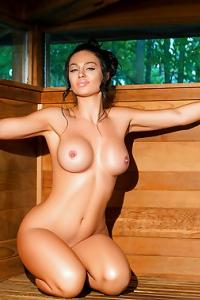 Cybergirl Kaycee Ryan Sweating In Finnish Sauna