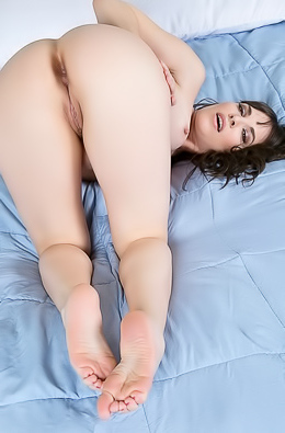 Dana DeArmond Toying Her Meaty Pussy