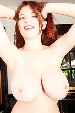 Hottest Women Tessa Fowler And Her Big Boobs