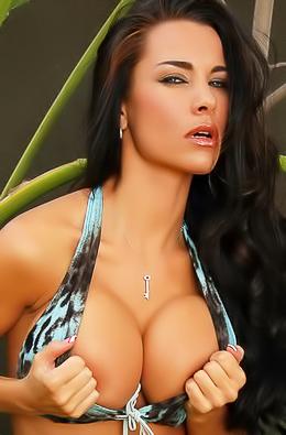 Vixen Babe Laura Strips Sexy Bikini