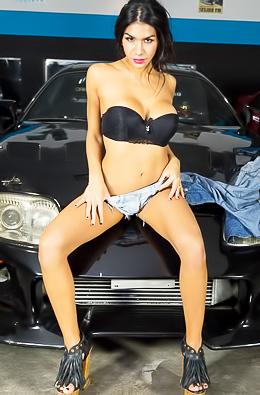 Glamour Car Mechanic Naara Da Silva Ferreyra
