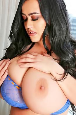 Giant Boobs Girl Leanne Crow