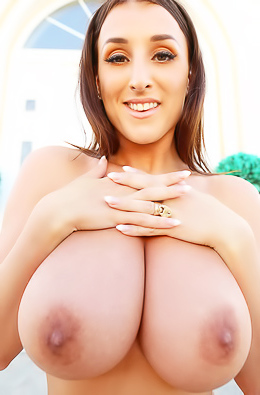 Stacey Poole Reveals Her Ideal Boobs