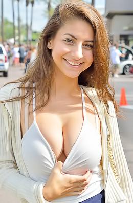 Stunning Babe Nina X Striptease