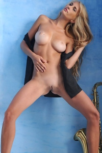 Amanda Long Legs Busty Babe