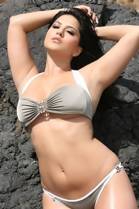 Sunny Leone Out In The Cliffs