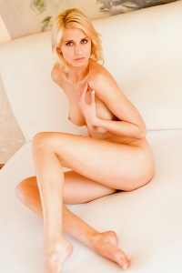 Victoria Sexy Nude Girl Posing