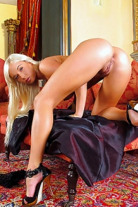 Natali Blond Play With Her Hot Pussy
