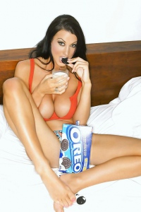 Alice Goodwin Busty Glamour Model