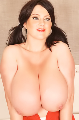 Busty lady frees boobs.