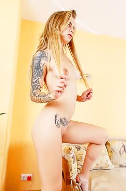 Naughty Blonde Wanessa With Tattos