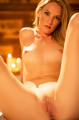 Erotic Girl Mona Wales Makes Burning Sex