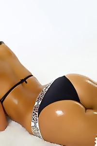 Yami Showgirl